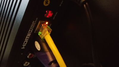Yellow cable - red link light.jpg